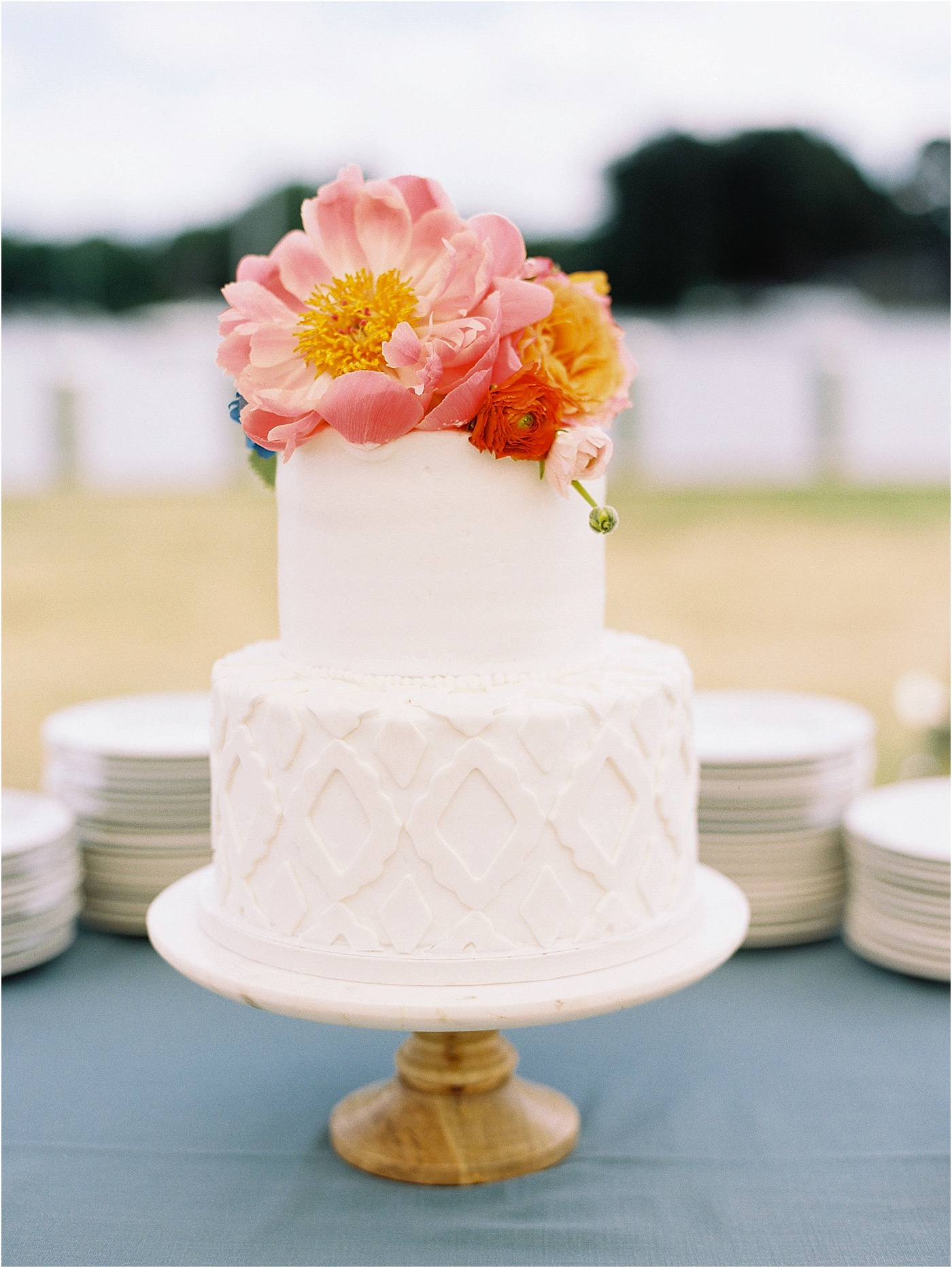 floral wedding cake summer vibe